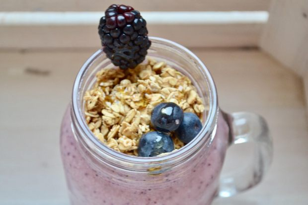 smoothie-top-with-granola-1